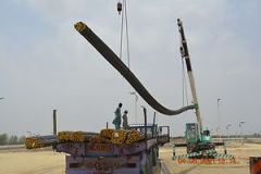 resize_Crain-carrying-steel-1